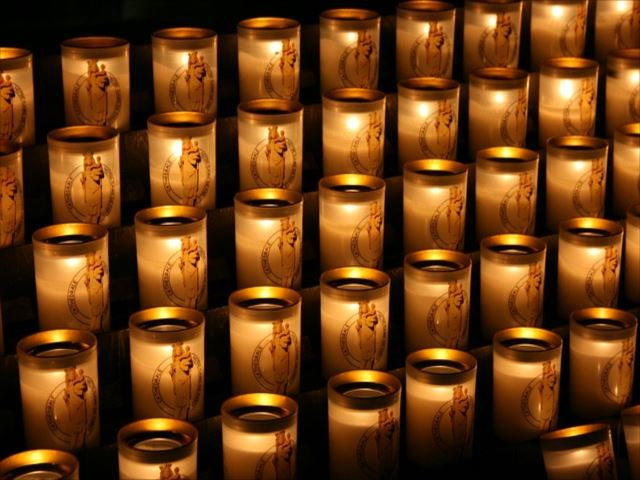 candles-482430_640_R